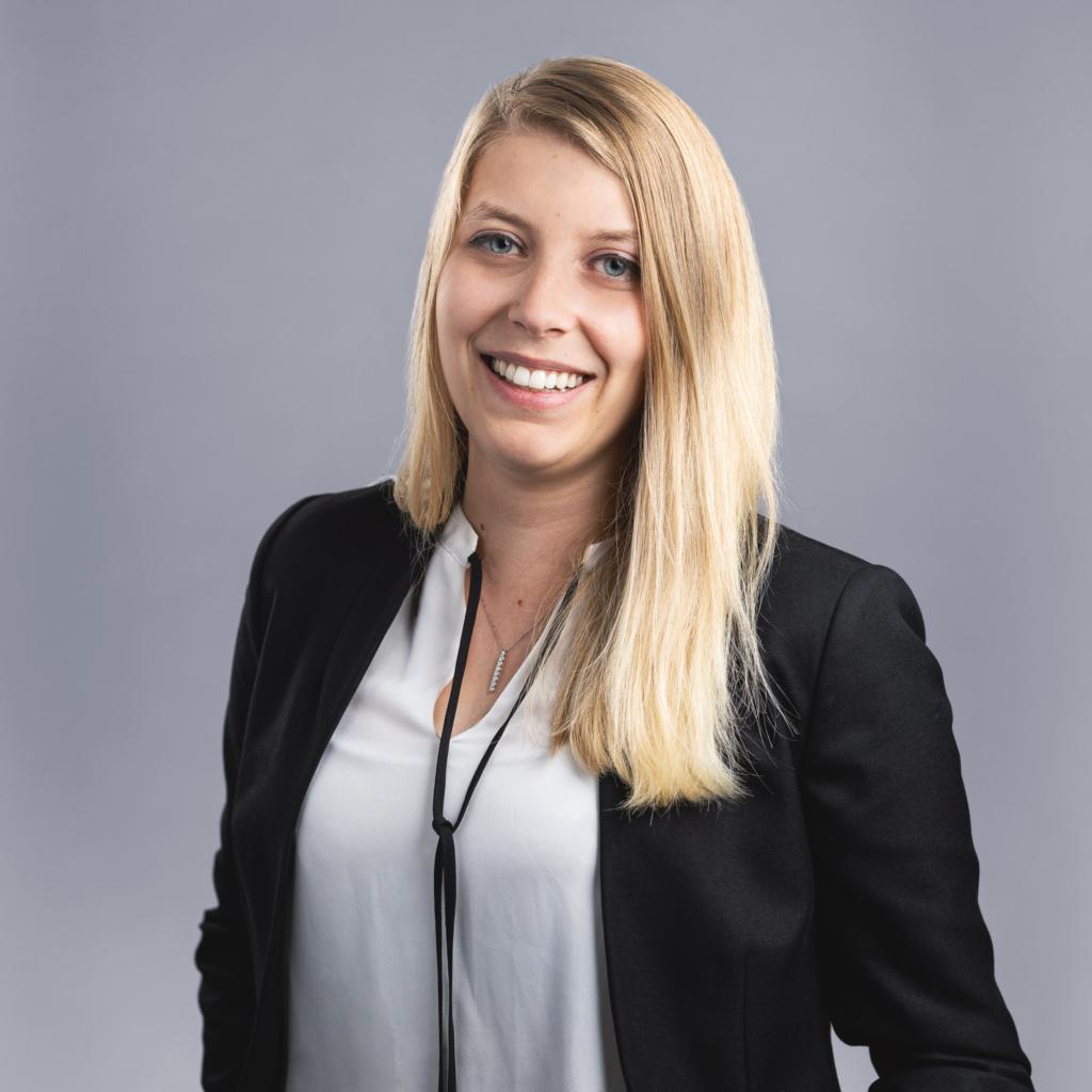 Laura Limacher, Assistentin